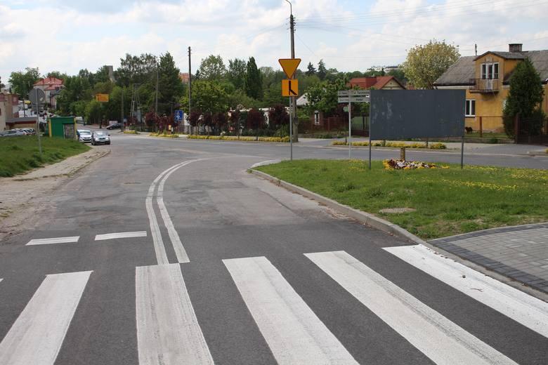 Skrzyżowanie ulicy K. Pułaskiego i ul. Turystycznej  w Warce