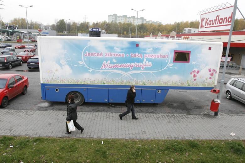 Mammobusy przed sklepami Kaufland. Bezpłatne badania mammograficzne dla mieszkanek województwa śląskiego m.in. w Zabrzu, Sosnowcu i w Żywcu