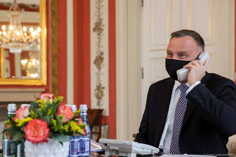 Prezydent Andrzej Duda rozmawiał z królem Jordanii przez niepodłączony telefon? Jest wyjaśnienie rzecznika