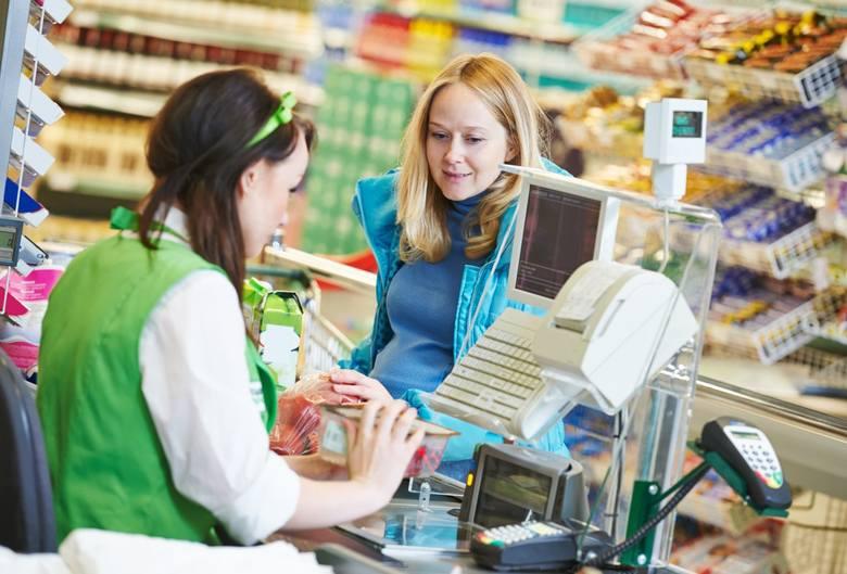 Zgodnie z ustawą zakaz handlu w niedziele nie obejmuje wszystkich. Otwarte mogą być sklepy, w których za ladą staną sami właściciele lub członkowie ich