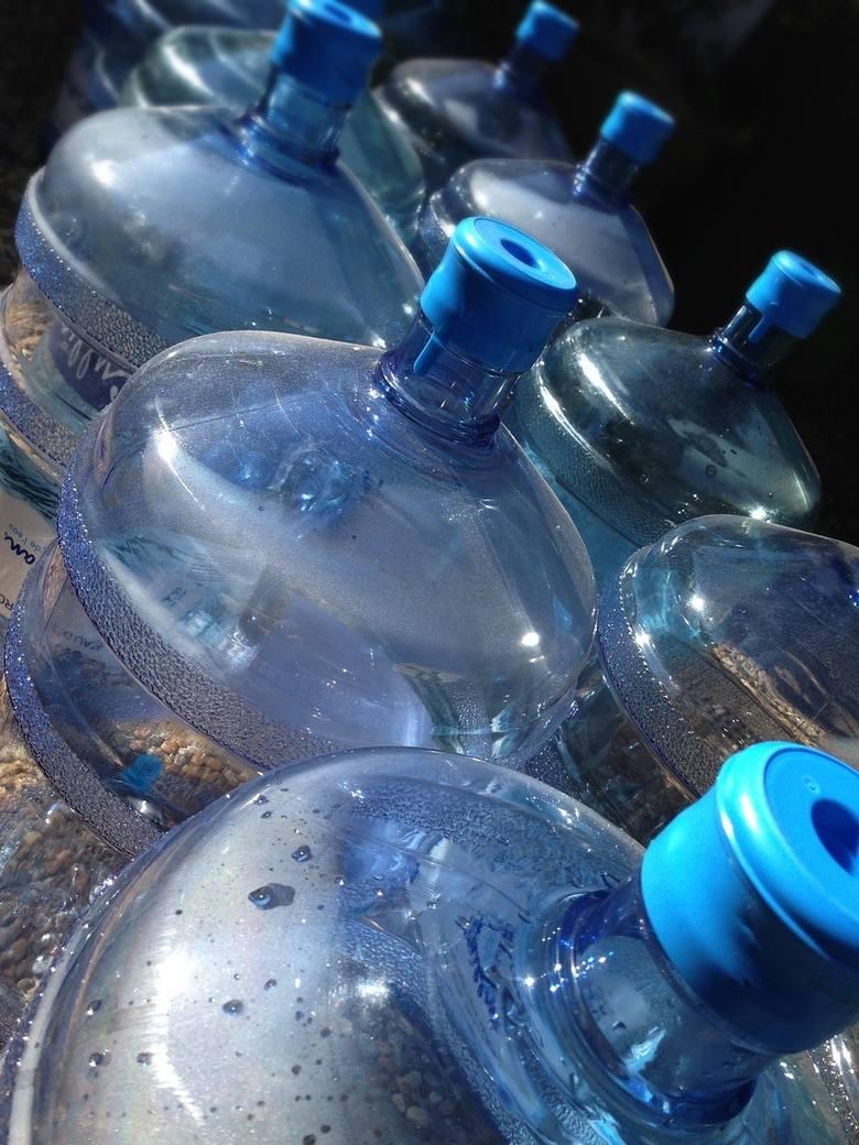 Miasto zakupiło bezbutlowy dystrybutor wody. Jest podłączony bezpośrednio do sieci wodociągowej, więc nie trzeba w nim zmieniać butli (zdjęcie ilustracyjne)
