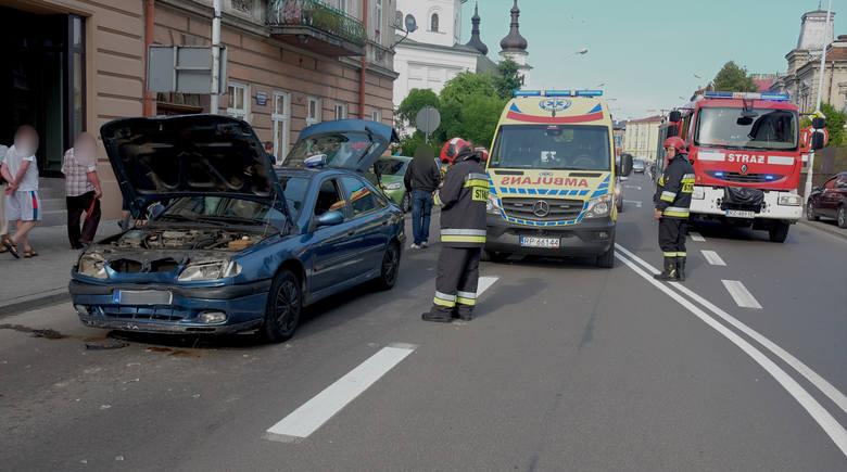 Do kolizji doszło we wtorek na ul. Grunwaldzkiej w Przemyślu.- Kierujący renault, 35-letni przemyślanin doznał ataku padaczki i najechał na tył fiata,
