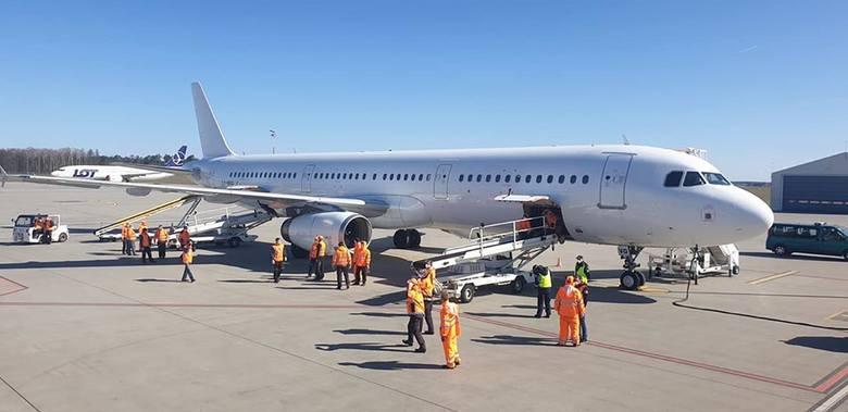 Lotnisko Lublin. Samoloty przywiozły z Chin 11 mln sztuk maseczek