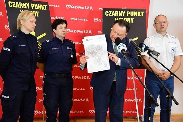 """Władze Mazowsza, policja i ratownicy apelują o unikanie niebezpiecznych miejsc oznaczonych tablicą """"czarny punkt wodny"""""""