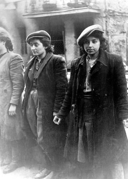 Małka Zdrojewicz Horenstein (po prawej) przeżyła Majdanek i Bluma Wyszogrodzka (zginęła w Auschwitz)