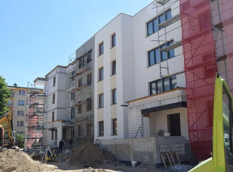 Na osiedlu Wschód w Szydłowcu trwa budowa trzech bloków. To pierwsza taka inwestycja w tym mieście od wielu lat. Inwestorem jest spółka ALBUD Apartamenty