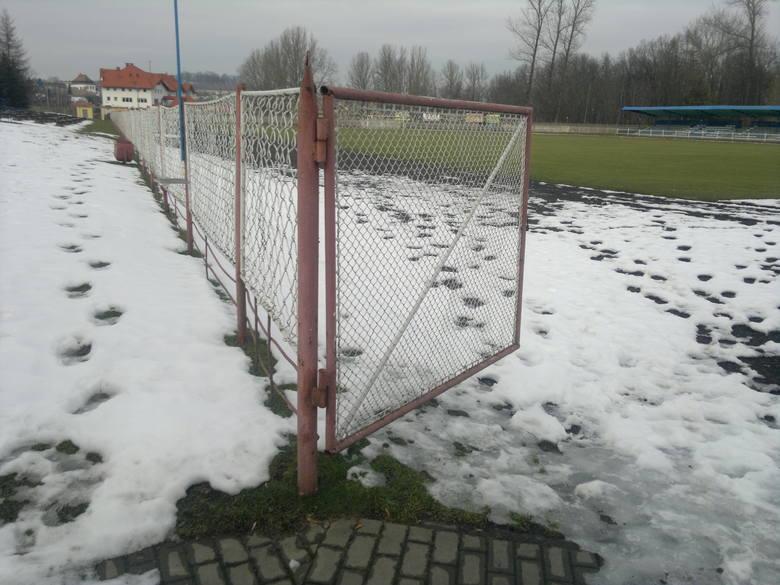 Do przebudowy - stadion,   do remontu basen otwarty