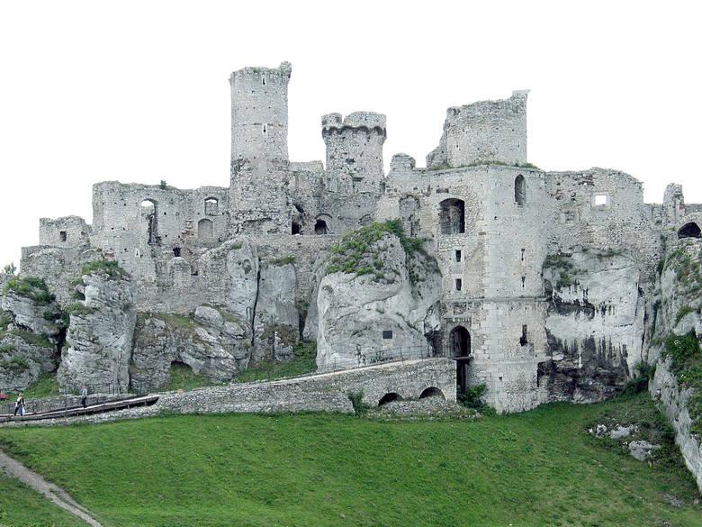 """Ogrodzieniec: zamek w Podzamczu strzeżony jak twierdza, bo gra w """"Wiedźminie"""". Kręcą serial dla Netflixa"""