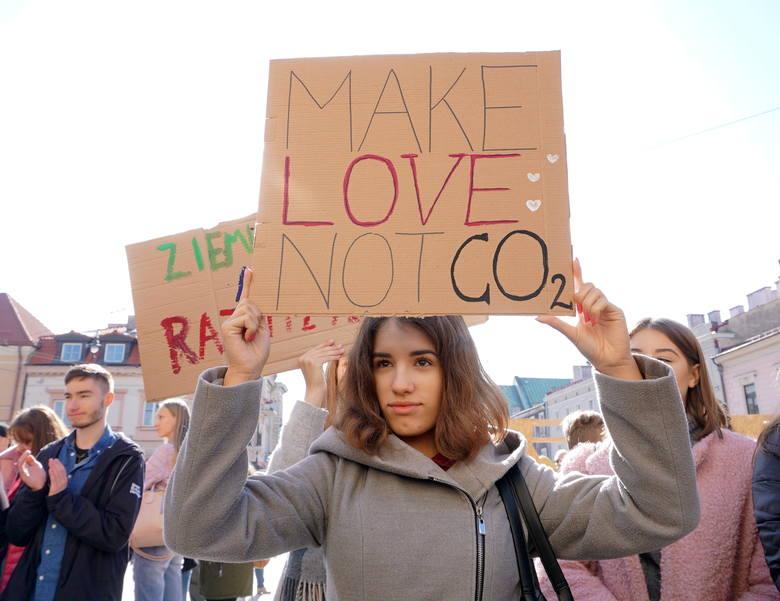 Młodzieżowy Strajk Klimatyczny pod ratuszem. Zmieńcie system, a nie klimat! (ZDJĘCIA)