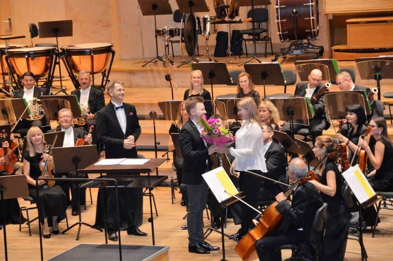 Koncert symfoniczny bardzo się publiczności podobał. Bisowali zarówno klarnecista, Bartłomiej Dobrowolski, jak i orkiestra Filharmonii Opolskiej.