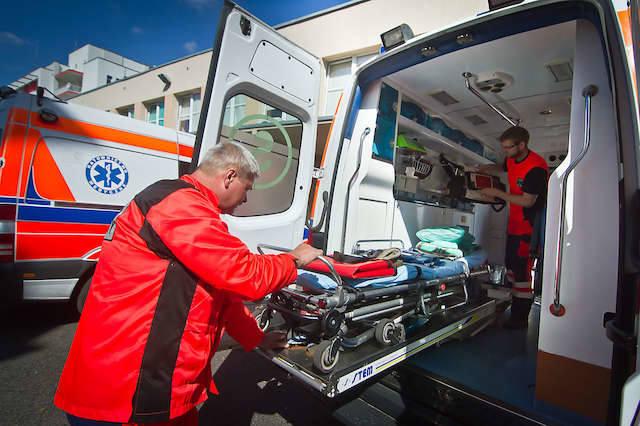 Tablety i GPS-y w karetkach mają zapewnić szybką wymianę informacji i lokalizację ambulansu w terenie