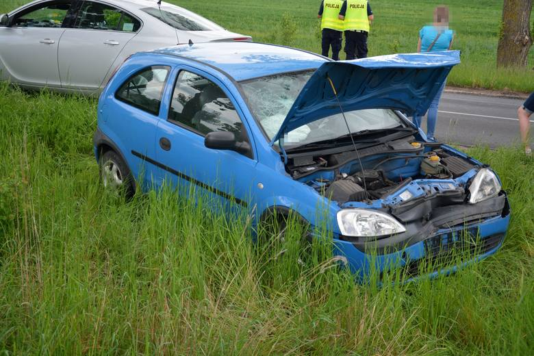 Wczoraj (21 maja) o godz. 12.30 na DW 241 na trasie Sępólno – Więcbork w miejscowości Zboże zderzyły się samochody osobowe marki Opel Corsa i Volkswagen