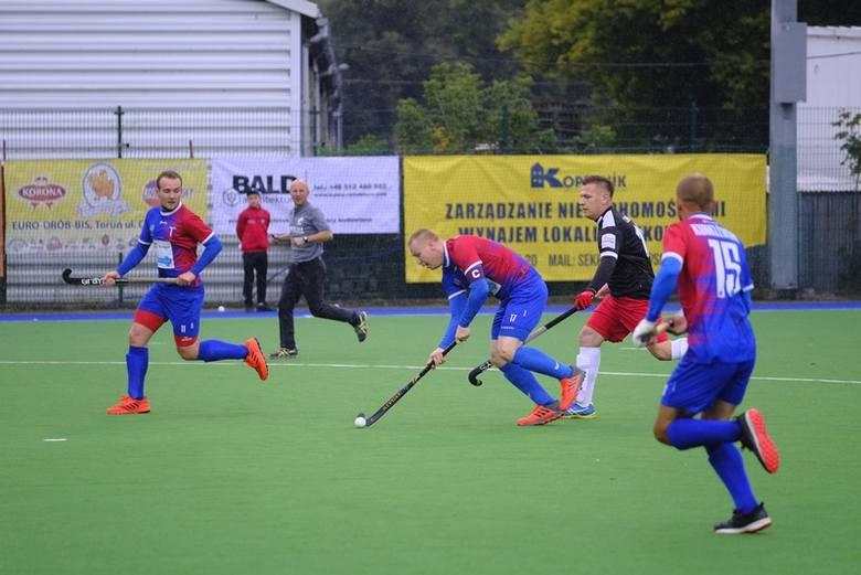Pomorzanin Toruń pokonał 5:2 Start 1954 Gniezno w meczu 1. kolejki nowego sezonu Hokej Superligi. Jeszcze po trzech kwartach na tablicy wyników widniał