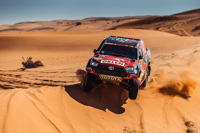 Drugą połówkę Rajdu Dakar Polacy zaczęli spokojnie i bez kłopotów. Domżała wciąż jest liderem, a Przygoński tuż za podium