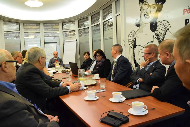 Na spotkaniu w redakcji Kuriera Porannego obecni byli: dr Anatoliusz Kopczuk, WSFiZ – ekspert setki od pierwszej edycji, Andrzej Parafiniuk, prezes Podlaskiej