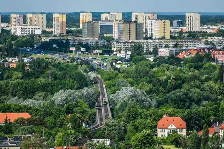 Dotarliśmy już na najwyższe piętra nowego poznańskiego wieżowca. Zobacz, jak wygląda panorama Poznania z Bałtyku.<br /> <br /> <strong><i>Przejdź do kolejnego zdjęcia ---></i></strong>