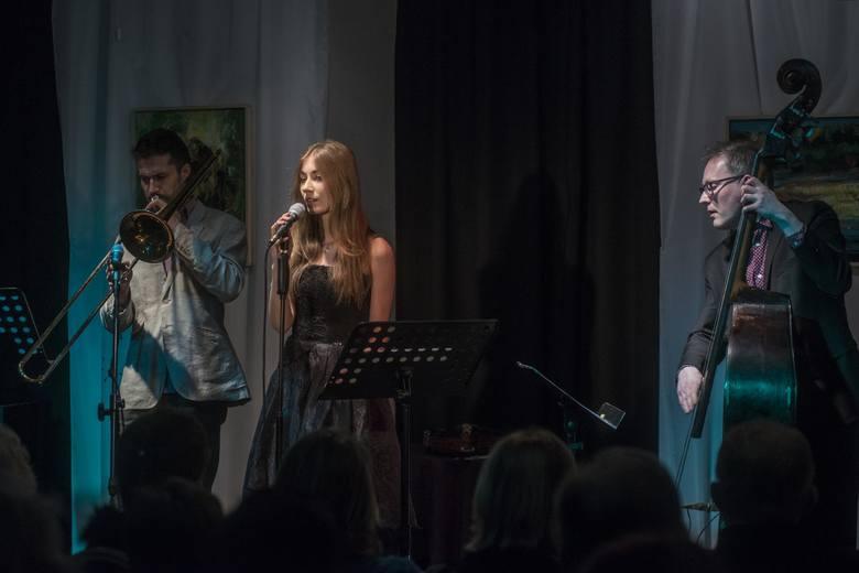 Wystąpiła grupa Trio Jazz & Love w składzie Klaudia Kowalik, Grzegorz Rogala i Anders Grop.