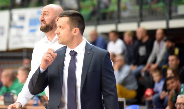 W inauguracyjnym meczu sezonu 2018/2019 koszykarze Stelmetu Enei BC pokonali MKS Dąbrowa Górnicza 87:81.Punkty dla zielonogórzan: Sokołowski 21, Savović