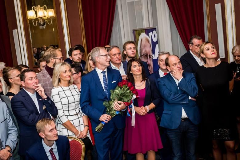 Tomasz Latos i jego współpracownicy po ogłoszeniu wyników wyborów prezydenckich