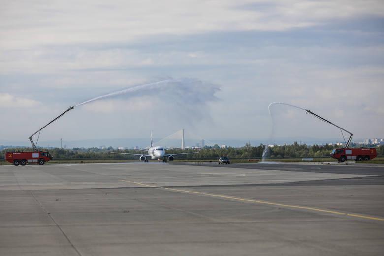 Lotnisko w Jasionce powraca do życia. Pierwszy lot z Warszawy [ZDJĘCIA]
