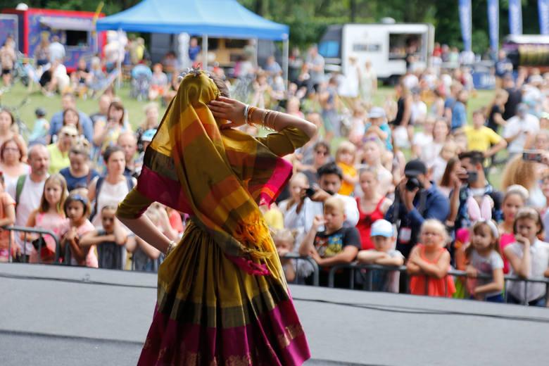 Występ wybitnie zdolnych dzieci z Indii, Hong-Kongu i Donbasu uświetnił ostatni dzień festiwalu Wschód Kultury – Europejski Stadion Kultury w Rzeszo