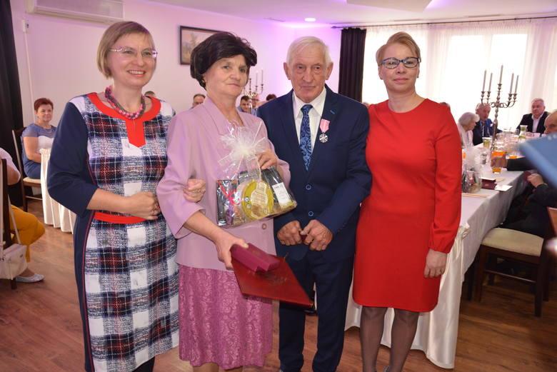 Wyrazem uznania wielkiej wartości jubileuszu złotych godów jest przyznanie przez prezydenta Rzeczypospolitej Polskiej Medali za długoletnie pożycie