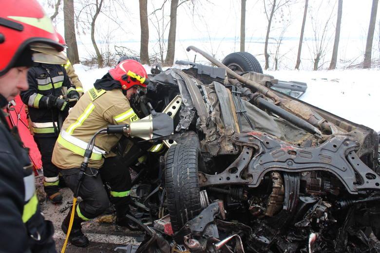 Ciężki warunki na drogach w ostatnich dnia dają się we znaki kierowcom. Nie brakuje wypadków i kolizji. Dwa z nich zakończyły się tragicznie.