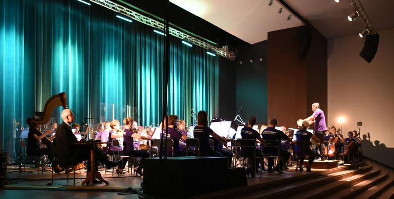 """Tegoroczny zlot otworzył wieczorny koncert Toruńskiej Orkiestry Symfonicznej """"Star Wars Saga"""", pod dyrekcją Macieja Sztora."""