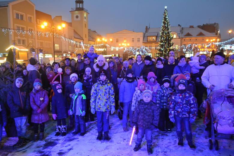 Rybnik: Mikołaj na rynku a z nim lodowy renifer