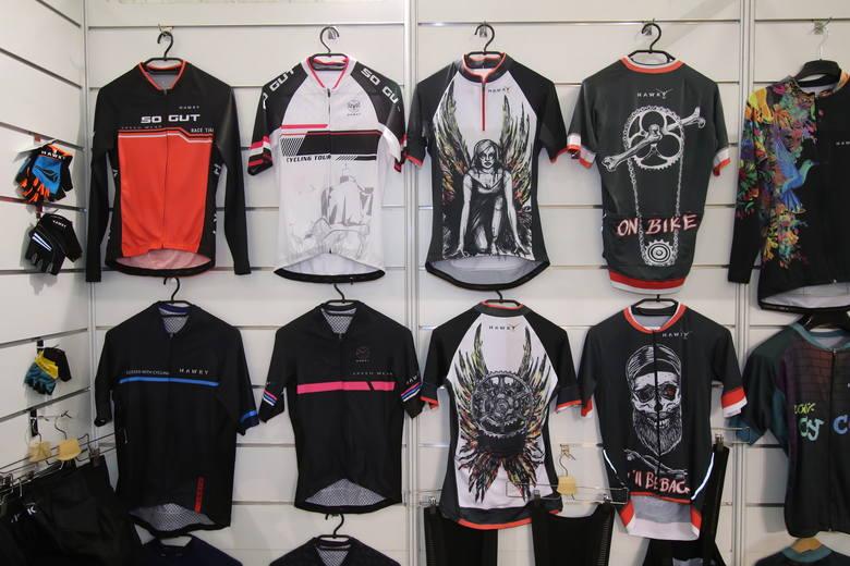 Kolekcja odzieży rowerowej polskiej firmy Howky dla całej rodziny na sezon 2019 zachwyca oryginalnością i pomysłowością. Koszulki, spodenki, spódnice