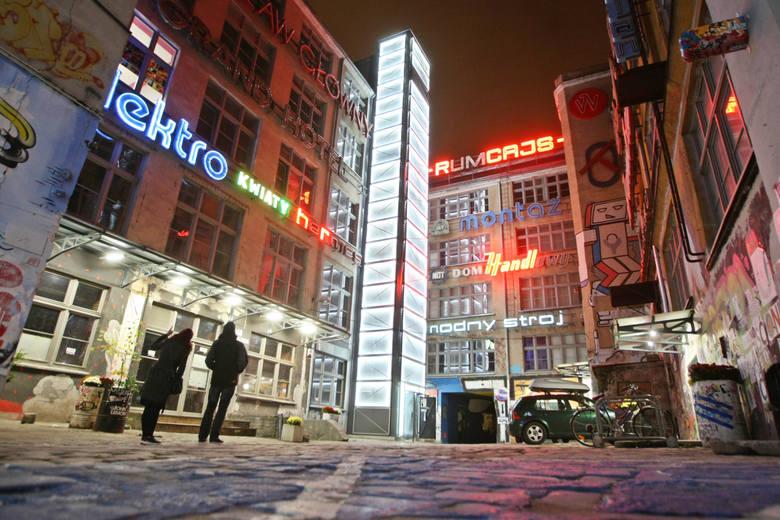 Zapraszamy na wycieczkę po Wrocławiu. Tym razem prezentujemy subiektywny wybór miejsc, budowli i osób, które stały się charakterystyczne dla miasta i