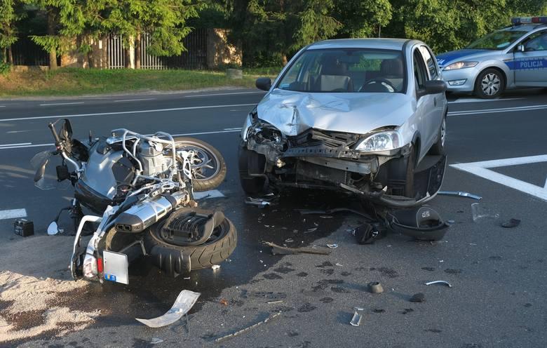 Do wypadku doszło w niedzielę o godz. 19 na ul. Krakowskiej w Przemyślu. - Kierujący oplem, 89-letni mieszkaniec Przemyśla w trakcie wykonywania manewru