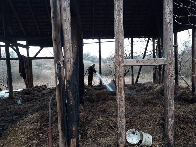 W piątek około godziny 9:44 jednostka OSP Czaplinek została zadysponowana w okolice Sikor do pożaru słomy w zabudowaniach gospodarczych. Polecono podać