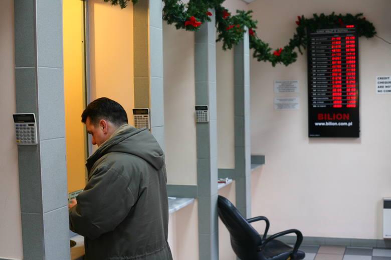 Jeszcze przed świętami kurs franka zakotwiczy na poziomie 4,25 PLN, a euro przekroczy 4,50 złotego