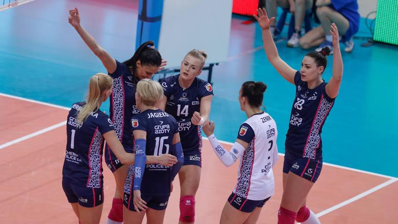 Developres Rzeszów uległ Chemikowi Police 0:3 w pierwszym meczu półfinału play-off Orlen Ligi siatkarek. Rewanż w sobotę.