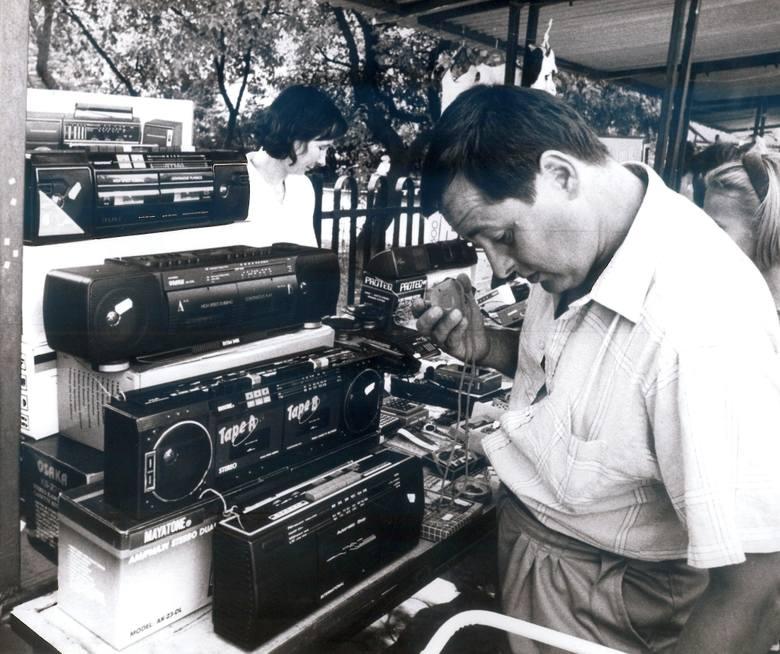 Radiomagnetofony sprzedawane ze straganów, początek lat 90-tych