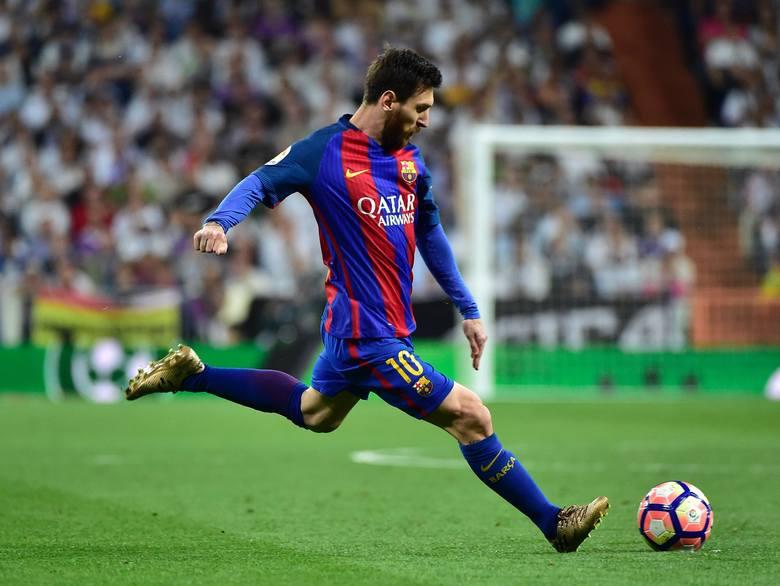 FC Barcelona pokonała Real Madryt 3:2 i została liderem