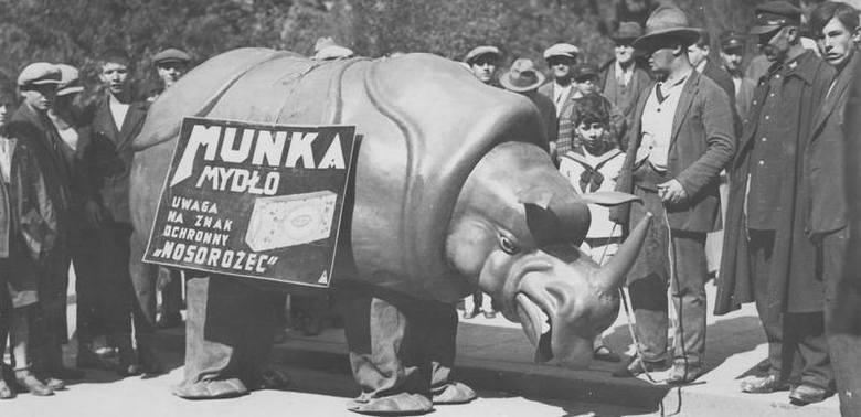 """Ilustrowany Kuryer Codzienny, Mydło """"Munka"""", opony Stomil... czyli reklama w stylu lat dwudziestych"""