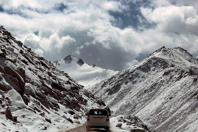 Doświadczeni turyści górscy zwracają uwagę, że nierzadko zdarza im się słyszeć pytania o szczyty, na które można wjechać samochodem.Niektórzy nie zadają