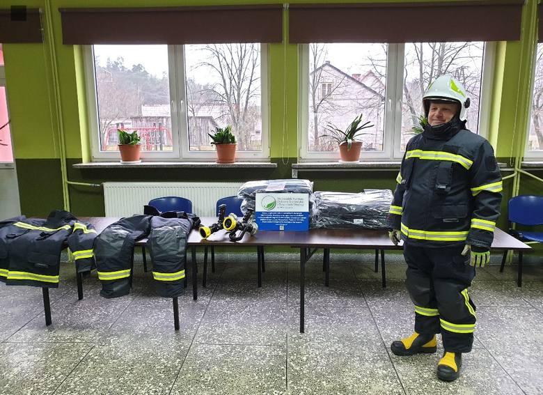 Boguty-Pianki. Strażacy mają 12 nowych kompletów lekkich i ergonomicznych strojów. Kupili je za pieniądze z dotacji
