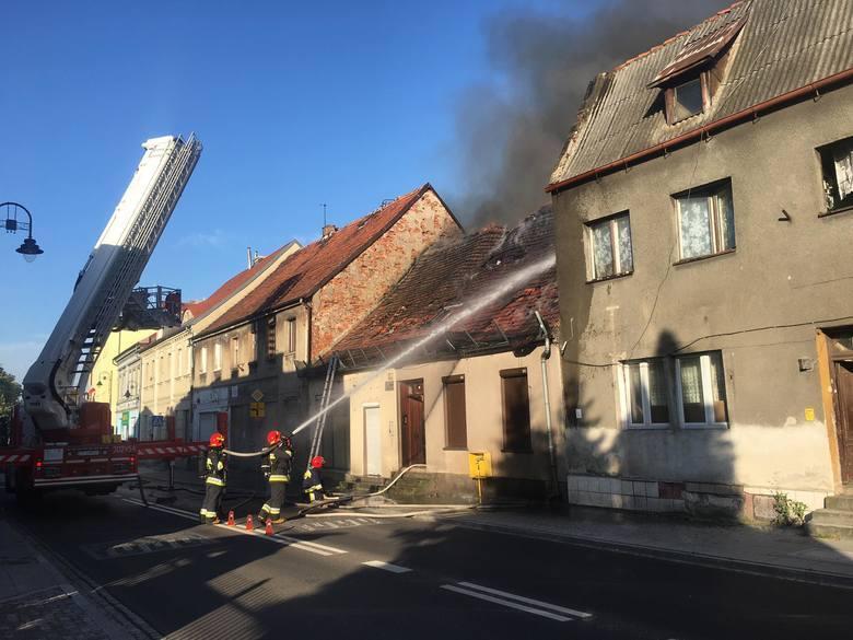 Wiele wskazuje, że podpalenie było przyczyną pożaru kamienicy przy ulicy Bydgoskiej 3 w Starym Fordonie. - Jeżeli widziałeś lub wiesz kim są podpalacze