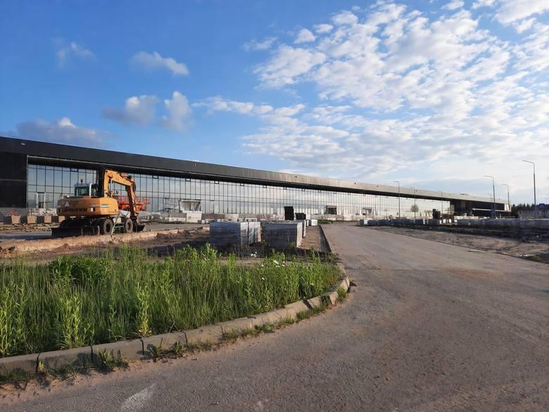 Coraz większy ruch widać na budowie parkingów i dróg dojazdowych na lotnisko w Radomiu. Będzie przebudowany cały układ komunikacyjny w otoczeniu nowego