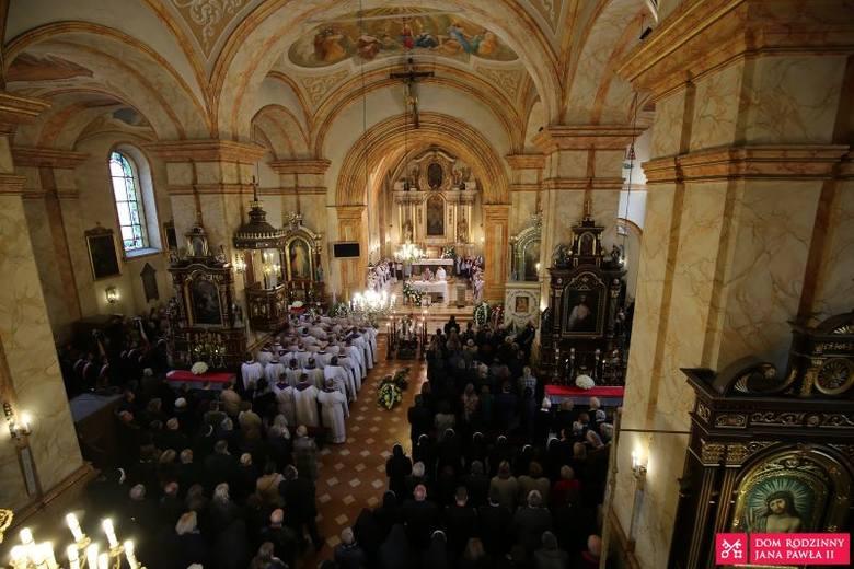 Uroczystości pogrzebowe ks. Jacka Pietruszki w Wadowicach. Dzisiaj w Krakowie pogrzeb