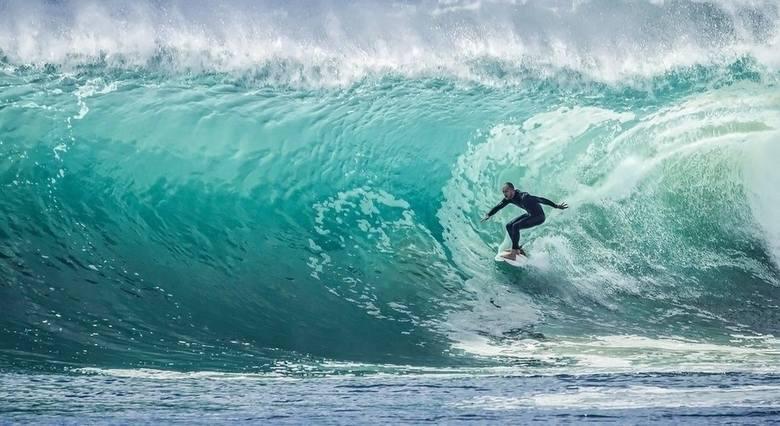 b]SURFING[/b]Mężczyźni:1. Italo Ferreira (Brazylia)2. Kanoa Igarashi (Japonia)3. Owen Wright (Australia)Kobiety:1. Carissa Moore (USA)2. Bianca Buitendag