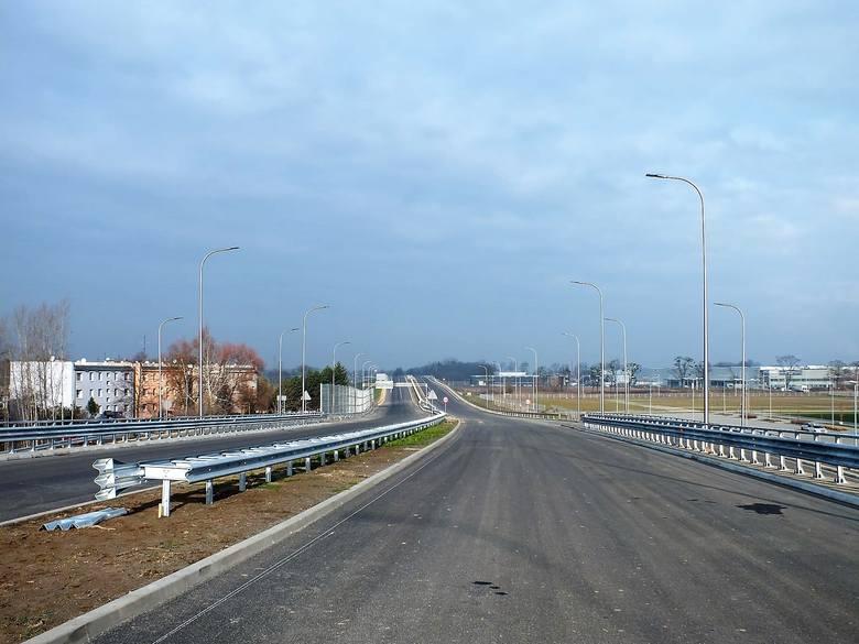 Budowa obwodnicy piastowskiej kosztowała 119 mln zł (około 100 mln zł stanowi dofinansowanie z UE). Wiele wskazuje na to, że droga będzie udostępniona