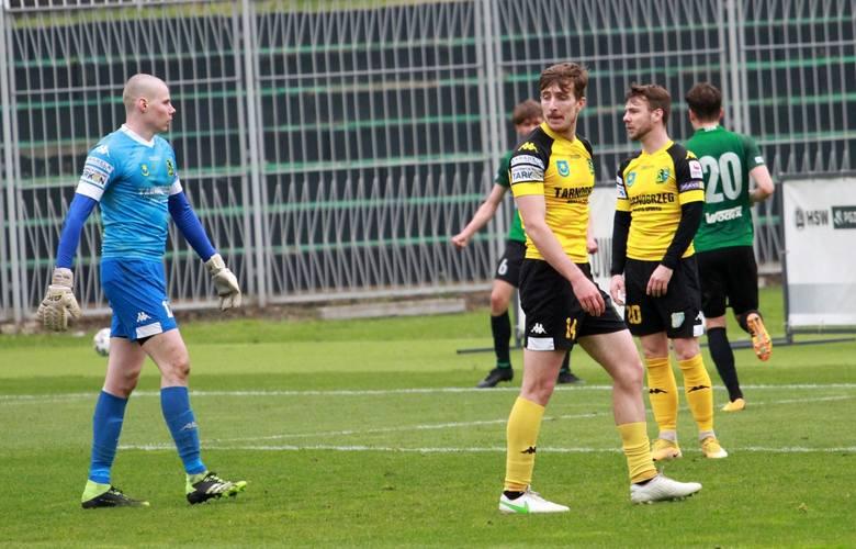 W sobotę pierwszego maja Siarka Tarnobrzeg przegrała mecz grupy czwartej piłkarskiej trzeciej ligi ze Stalą Stalowa Wola. Sprawdź, jak oceniliśmy jej