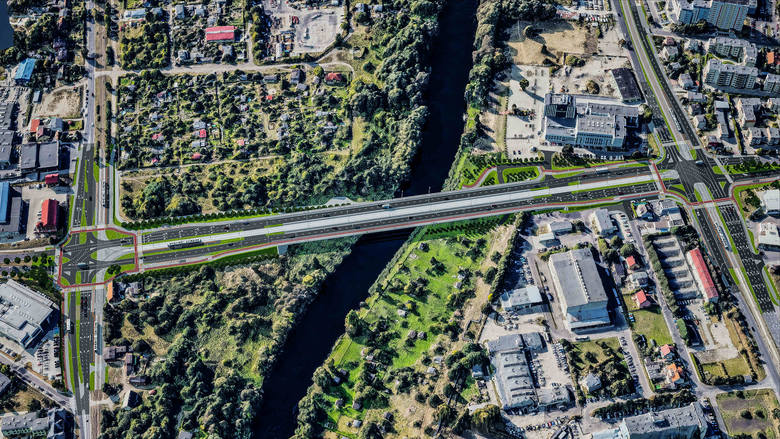 Bydgoski ratusz zaprezentował wizualizację nowej trasy tramwajowej, która zostanie poprowadzona mostem przez Brdę. Przy istniejącej przeprawie w ciągu