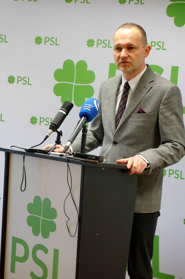 Europoseł Krzysztof Hetman na piątkowej konferencji prasowej