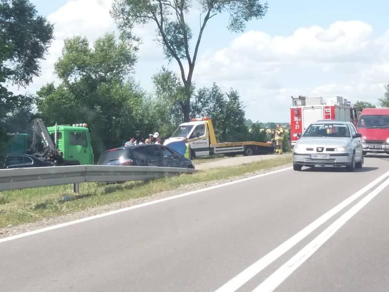 W piątek, o godz. 13.43, podlascy strażacy otrzymali informację o zderzeniu samochodu ciężarowego z osobowych w rejonie Fast