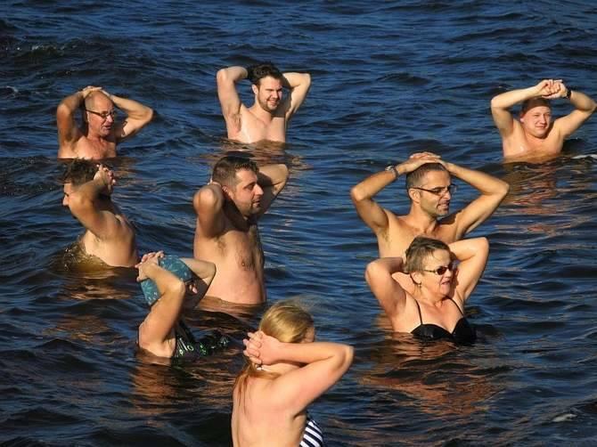 Żnińskie morsy do wody wspólnie wchodzą w każda niedzielę o godz. 11.00.